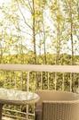 Balcone con poltroncine e tavolino