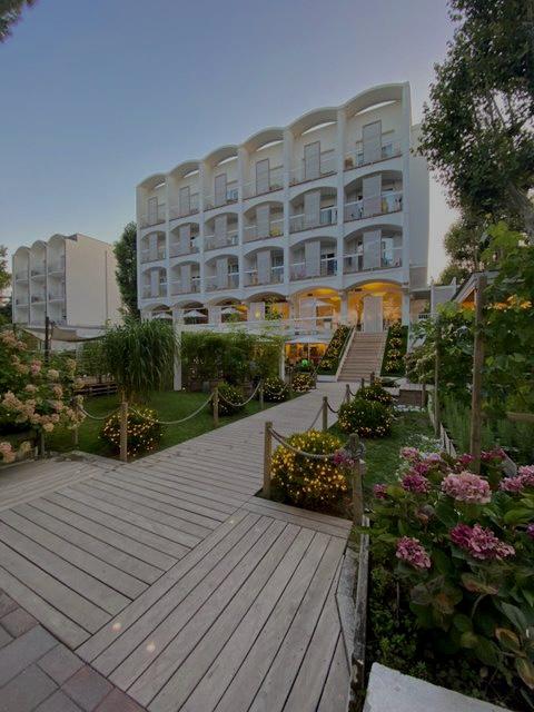 Arcate esterne hotel saraceno 4 stelle milano marittima con spiaggia privata