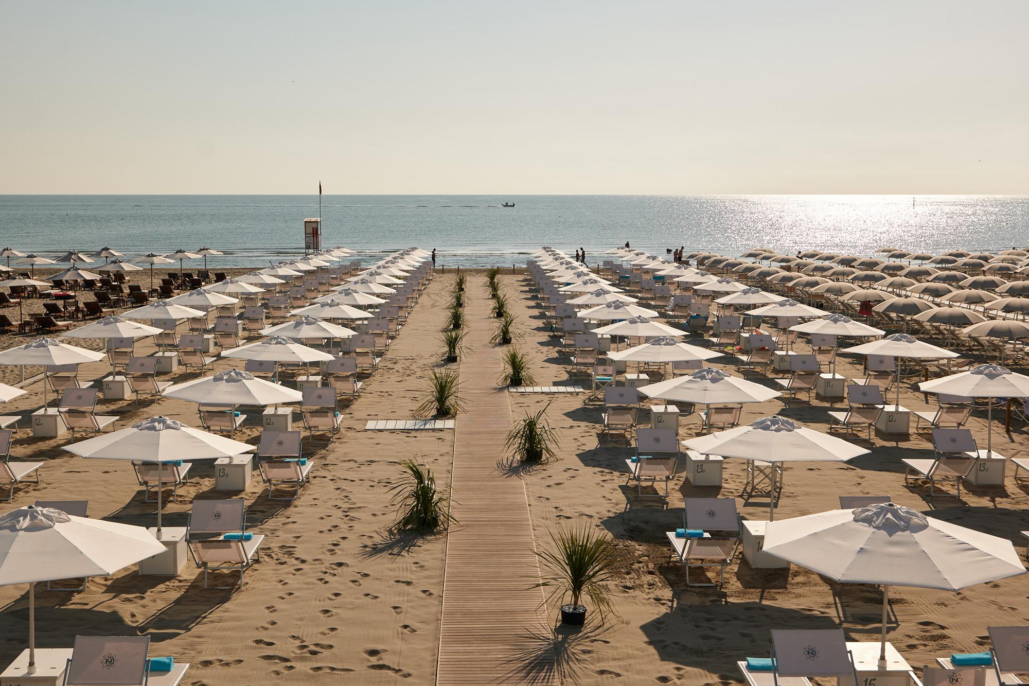 bagno Giuliano 247 spiaggia distanziata sul lungomare di milano marittima e hotel saraceno 4 stelle milano marittima bagno con parcheggio privato