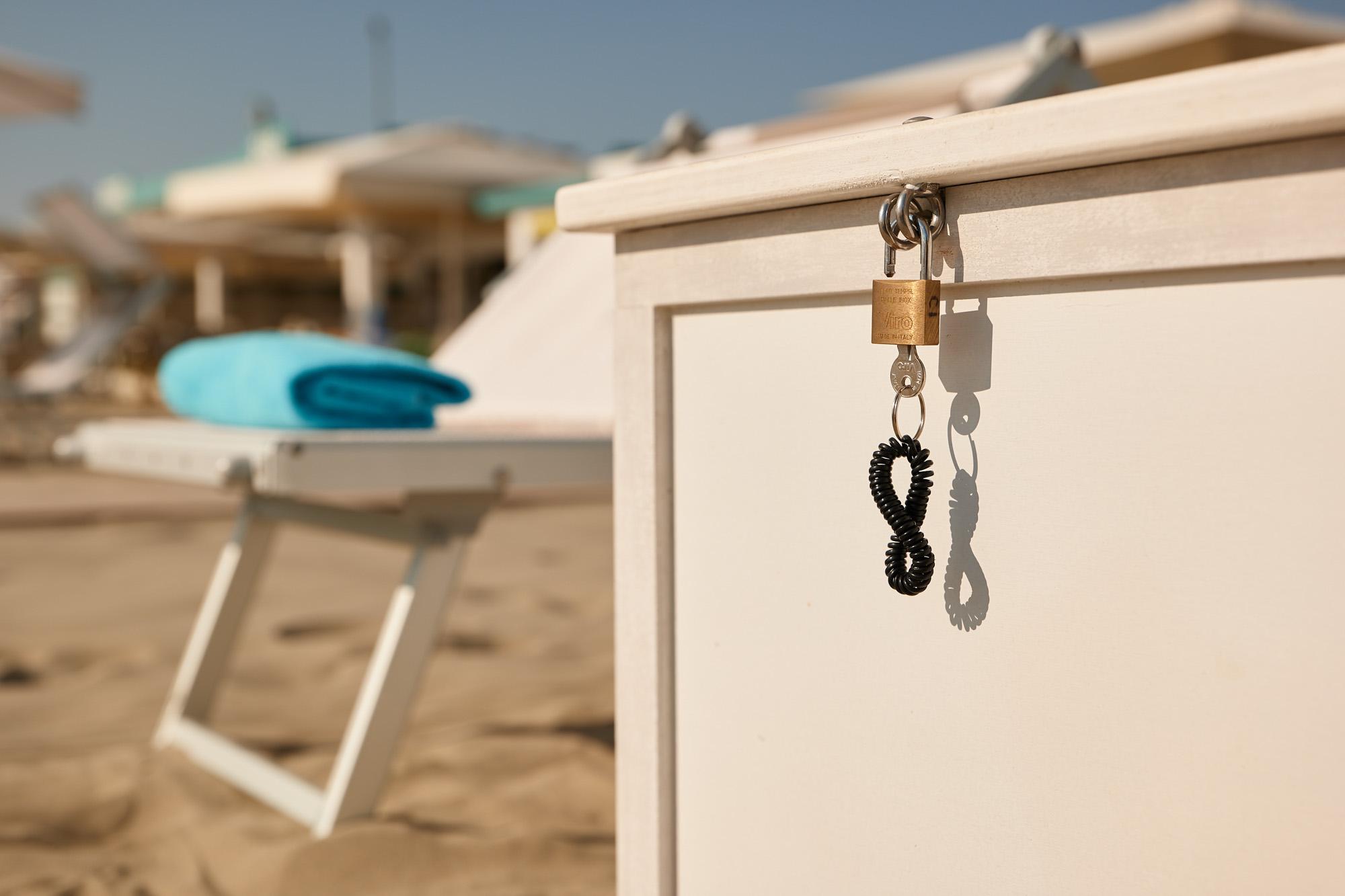bagno giuliano 247 milano marittima spiaggia distanziata bauletto contenitore aperitivo sulla spiaggia