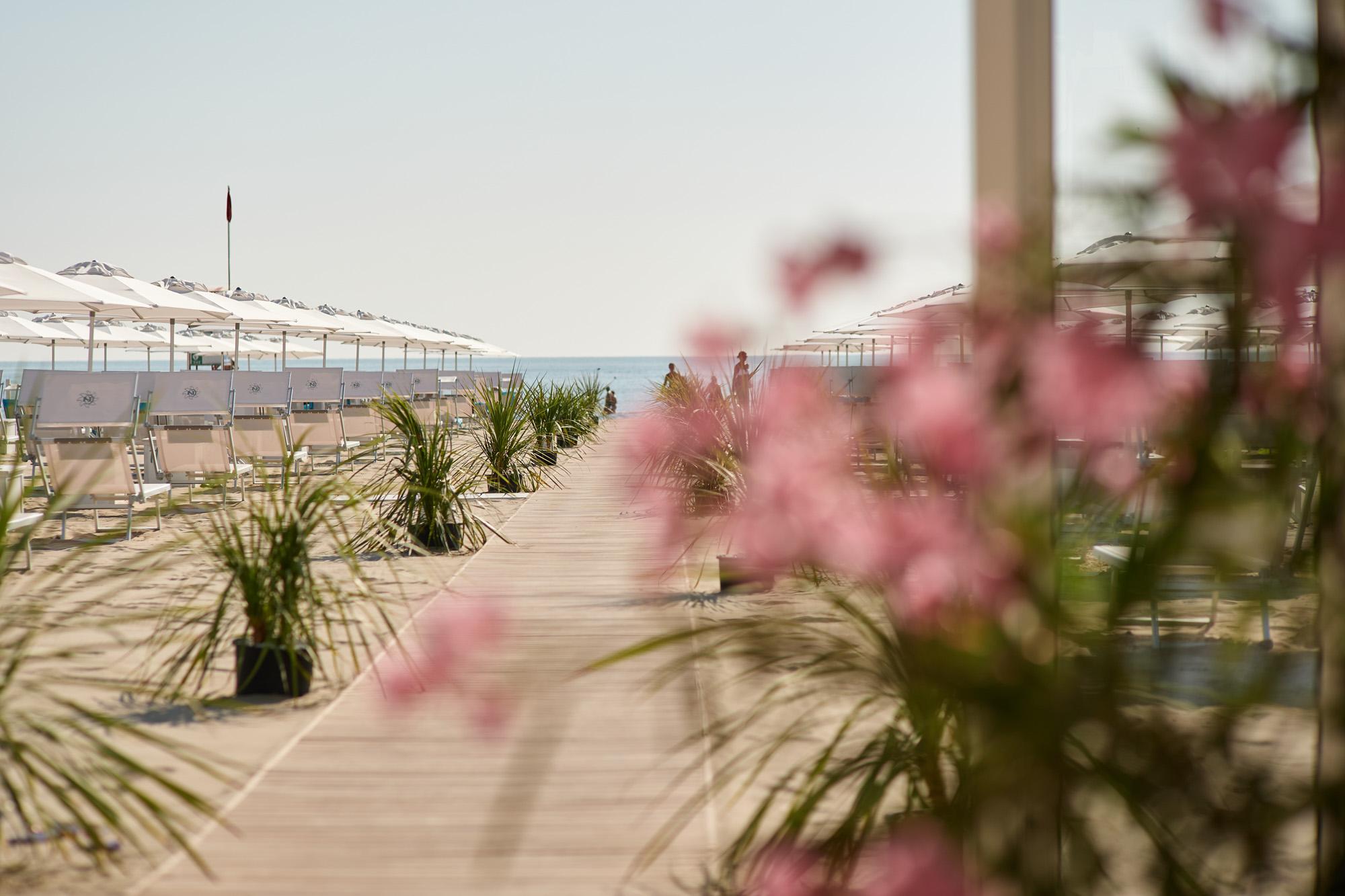 bagno giuliano 247 milano marittima spiaggia distanzia bagno con parcheggio privato bagno con parcheggio privatota 25 metri quadrati per ombrellone e aperitivo sulla spiaggia