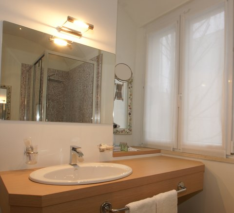 bagno junior suite hotel saraceno 4 stelle milano marittima