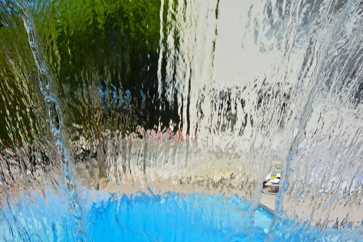 piscina con cascata calda hotel saraceno
