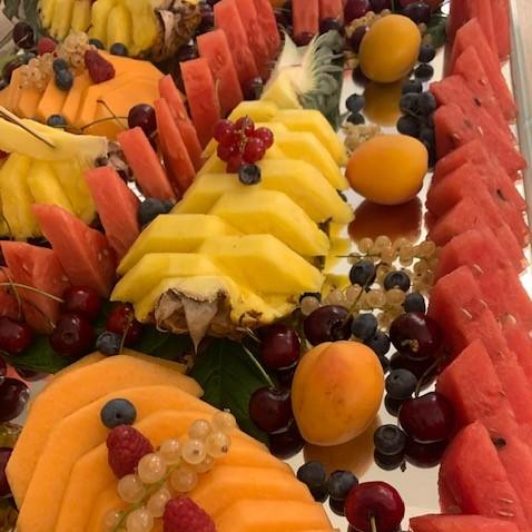 tagliata di frutta mista ristorante hotel saraceno milano marittima 4 stelle con spiaggia privata