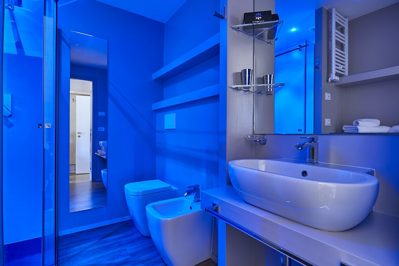 Twin Plus camera nuova con bagno luce blu