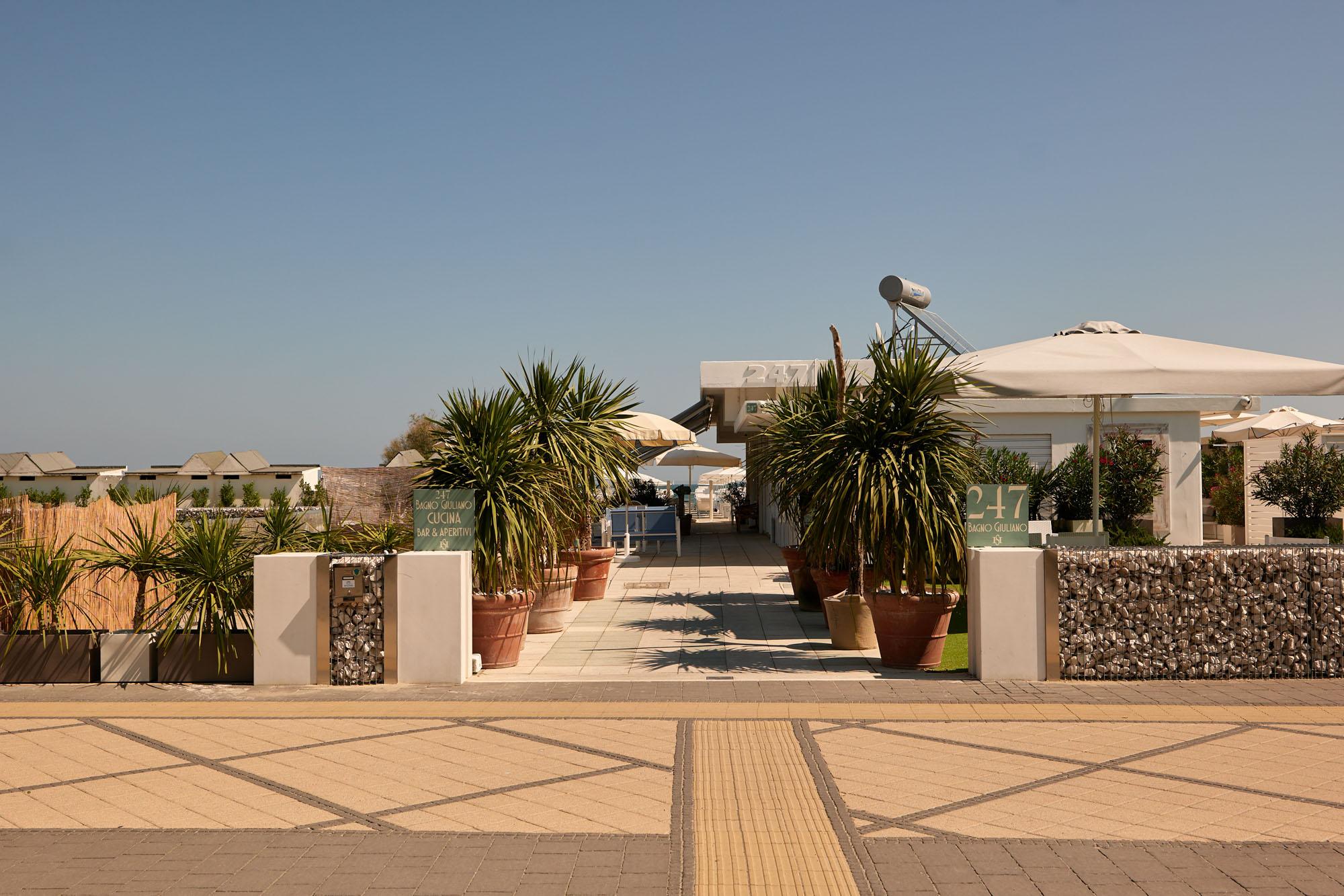 bagno giuliano 247 milano marittima spiaggia distanziata aperitivo sulla spiagga e piccola ristorazione