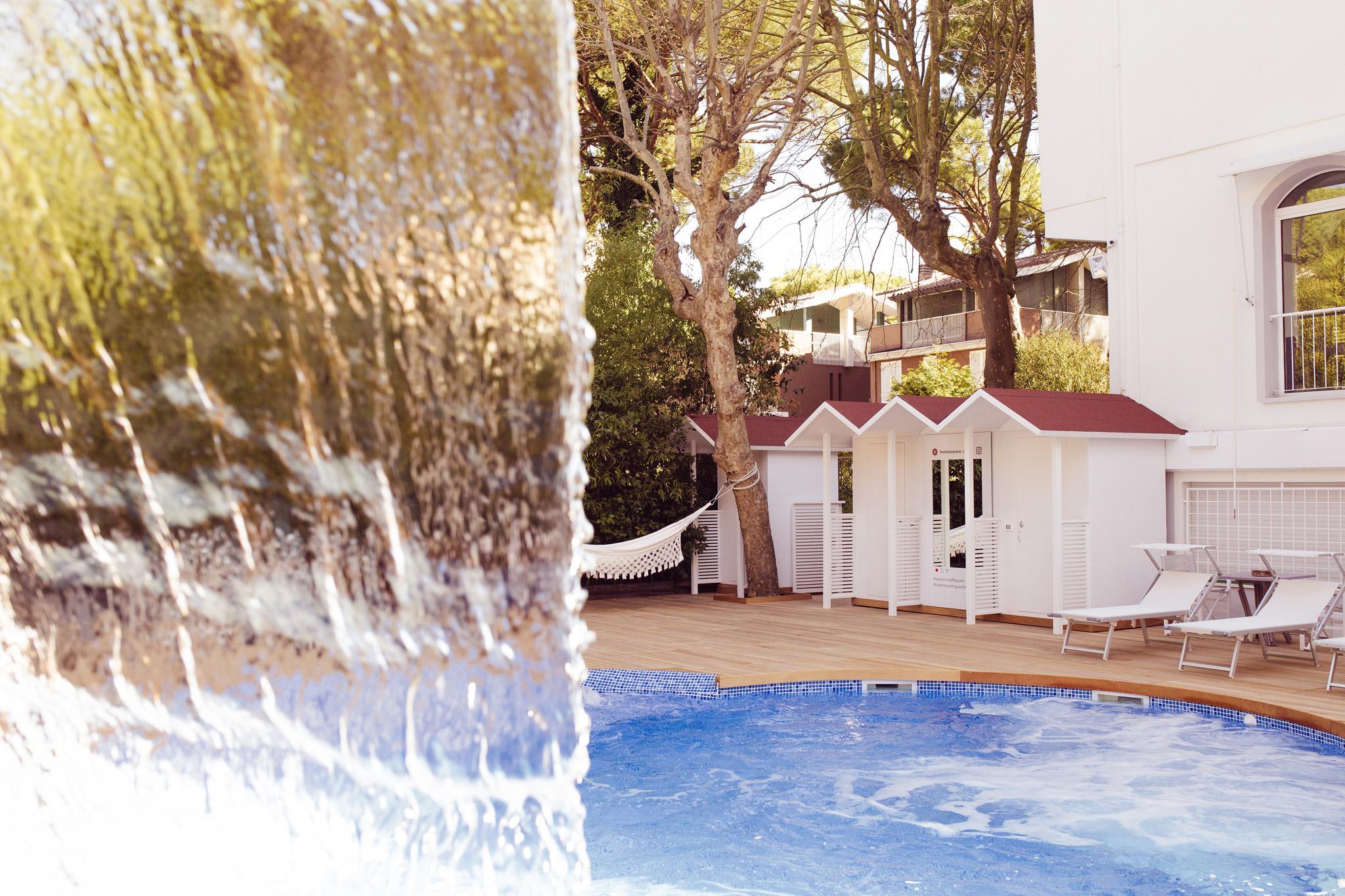 Piscina spa riscaldata con idromassaggio hotel 4 stelle milano marittima
