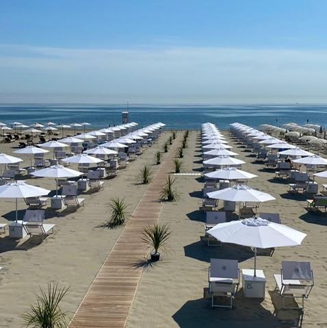 Hotel saraceno 4 stelle e bagno giuliano 247 milano marittima spiaggia privata, ombrelloni distanziati, animali ammessi
